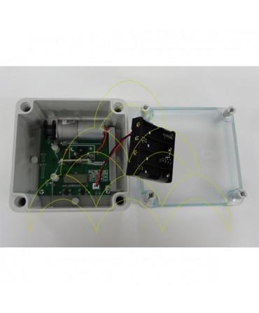 Componentes do KIT - Abertura de Porta Automática ECO - Para Galinheiros: caixa do dispositivo electrónico aberta