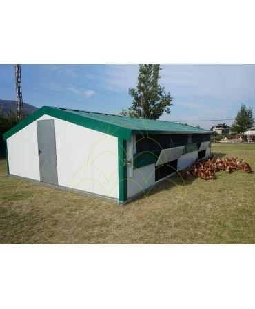 Curral Móvel - 6x10m: Instalado numa quinta com galinhas no exterior
