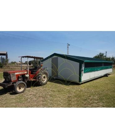 Curral Móvel - 6x10m: Sendo rebocado por um tractor agrícola